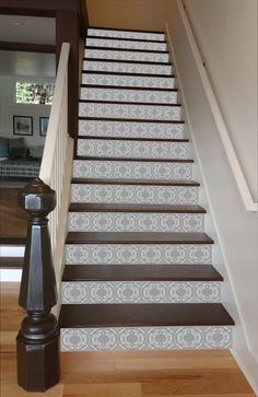 Grey Mosaic Tile Painted Stairway 15 Stairs Avec Images Idee