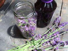 Make lavender oil yourself - Alba's Soap Works Lavender Soap, Lavender Flowers, Makeup Sponge, Milk Soap, Plantation, Black Decor, Deodorant, Most Beautiful Pictures, Glass Vase