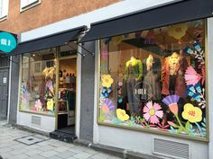Spring window painting by Maria Over for MILK Munich Window Display Retail, Window Display Design, Painted Window Art, Window Paint, Window Markers, Store Front Windows, Window Graphics, Mirror Painting, Ramen