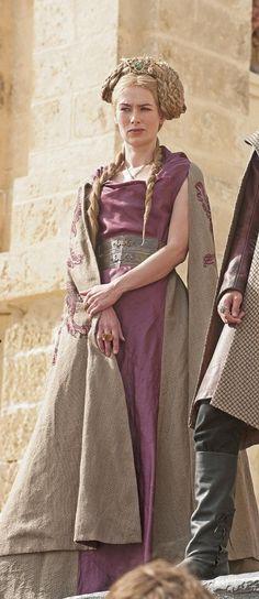 Está claro que uno de los personajes con el mejor vestuario es Cersei, y uno de sus elegantes vestidos, este.