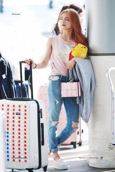 dedicated to female kpop idols. Korea Fashion, Kpop Fashion, Asian Fashion, Fashion Pants, Daily Fashion, Girl Fashion, Airport Fashion, Fashion Ideas, Fashion Trends