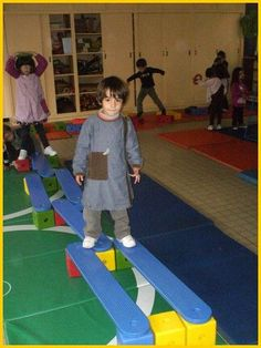parcours: Gross Motor Activities, Toddler Activities, Learning Activities, Preschool Activities, Kids Learning, Classroom Organisation, Baby Gym, Educational Programs, Early Childhood Education