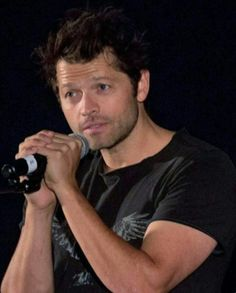 Misha kills me and Castiel gives me life. Supernatural Destiel, Castiel, Bored Housewives, Jim Beaver, Misha Collins, Beautiful Person, Face Claims, My Sunshine, Angels