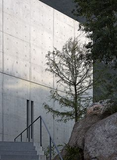 In the Sierra Madre mountains that surround Monterrey in Mexico, Japanese architect Tadao Ando has reimagined the formal elements of a traditional hacienda to create. Concrete Architecture, Ancient Architecture, Sustainable Architecture, Contemporary Architecture, Landscape Architecture, Tadao Ando, Parc National, National Parks, Journal Du Design
