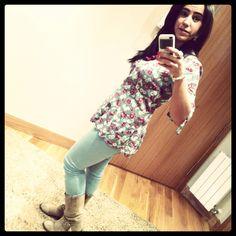 Yo misma! Pantalón menta y blusa larga de florecitas!