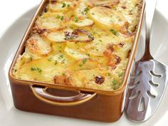 Delicie-se com uma receita simples e fácil de batata gratinada.