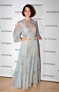critic-corner:  Kangana Ranaut at Sephora Store Launch : Kangana looked gorgeous in a flowing Valentino dress with side-parted bob and basic makeup. Lovely!
