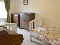 Germoe cottage rental - Cosy twin bedroom Holidays In Cornwall, Cosy, Toddler Bed, Twin, Cottage, Bedroom, Furniture, Home Decor, Child Bed