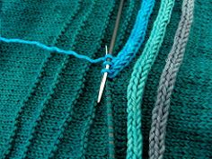 This is genius. A row of purls sets the stitch path for the icord! Ravelry: -shaun-'s I-Cord-Rundherum