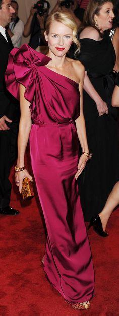 naomi watts in stella mccartney, met gala 2010 Naomi Watts, Magenta, Beautiful Dresses, Nice Dresses, Stella Mccartney Dresses, Red Carpet Looks, Red Carpet Fashion, Dress To Impress, Celebrity Style