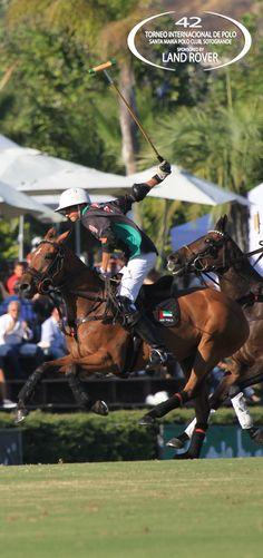 Un momento de la intensísima Final de la Copa de Oro, disputada entre Ellerston y UAE Polo Team.  Fotografía de Gonzalo Etcheverry / SMPC