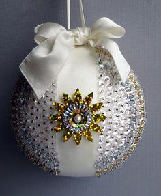 Sequined Christmas Ornament  Sunburst por OrnamentDesigns en Etsy, $30.00