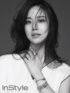 Black's Moon Chae Won is naturally flirtatious and bewitching while flashing her Pandora jewelry via InStyle's October pages. Check it! Korean Actresses, Asian Actors, Korean Beauty, Asian Beauty, Moon Geun Young, Prity Girl, Asian Short Hair, Yoo Ah In, Moon Chae Won