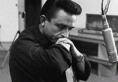"""Na década de 1980, o cowboy mais cobiçado da história gravou um álbum chamado """"Out Among Stars"""" em parceria com oprodutor de hip-hop e metal Rick Rubin. As fitas originais foram descobertaspor John Carter, o filho de Cash, após a morte dos pais do músico, Cash e June Carter. O disco disponível para venda no...<br /><a class=""""more-link"""" href=""""https://catracalivre.com.br/geral/dica-digital/indicacao/cai-na-rede-musica-inedita-de-johnny-cash-dos-anos-1980/"""">Continue lendo »</a>"""