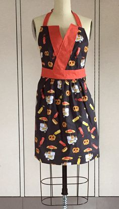 This City Life apron is so adorable!  Fabric: City Life, designed by Alicia Jacobs Dujets for Ink & Arrow Fabrics Pattern: Betsy Apron by Indygo Junction