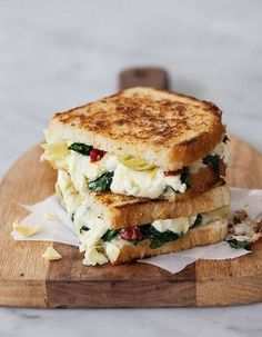 "Vous avez dit ""CROQUE MONSIEUR"" !! Croque-monsieur végétarien : idées faciles et gourmandes de croque-monsieur végétarien - Elle à Table Egg Salad Sandwiches, Turkey Sandwiches, Sandwich Recipes, Fried Chicken Sandwich, Parmesan, Croque Monsieur Vegetarien, Grilling, Ricotta, Mozzarella"