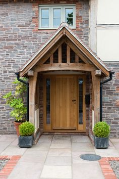 Border Oak - Farmhouse with oak framed porch Oak Front Door, Front Door Porch, Front Door Entrance, Front Door Design, House Entrance, Front Entry, Porch Doors, Front Porches, Doorway