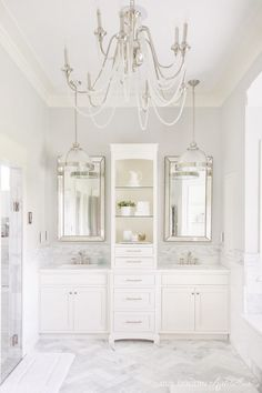 Bright White Home of Our Modern Antebellum Another fabulous home that you MUST SEE as part of my Bright White Home Series. Come visit the home of Our Modern Antebellum! Chic Bathrooms, Dream Bathrooms, Beautiful Bathrooms, Light Grey Bathrooms, Luxury Bathrooms, Bad Inspiration, Bathroom Inspiration, Interior Inspiration, Master Bath Remodel
