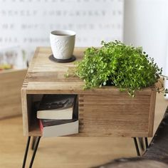 Cult Design Retro Blumenboard Beistelltisch holzfarben - could be DIY? Coffee Table Plants, Plant Table, Cool Coffee Tables, Table Furniture, Outdoor Furniture Sets, Furniture Design, Mesa Retro, Retro Table, Beautiful Houses Interior