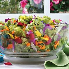 Top 10 Edible Ornamental Plants - Dont settle for plain old greens. Give your garden a stylish makeover with these edible ornamental plants—veggies that look and taste great. Edible Plants, Edible Flowers, Edible Garden, Vegetable Garden, Garden Plants, Green Garden, Container Gardening, Gardening Tips, Ornamental Plants