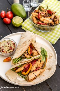 Spicy chicken fajitas with plenty of sliced veggies are a great Mexican dish for a simple dinner at home! Use the crockpot and taco seasoning to create this easy fajita recipe. Crock Pot Chicken, Chicken Fajita Recipe, Chicken Fajitas, Chicken Recipes, Crockpot Recipes, New Recipes, Favorite Recipes, Healthy Recipes, Quick Easy Dinner