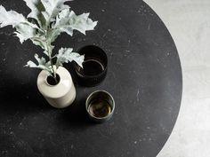 MOON okrągły stół z marmurowym blatem styl loftowy Mebloscenka Cafe Tables, Vase, Home Decor, Coffee Tables, Decoration Home, Room Decor, Vases, Home Interior Design, Home Decoration