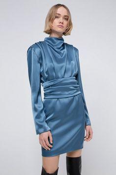 HUGO Boss Kikera Robe brillante à manches longues et ceinture amovible - Robe Femme Hugo Boss - Iziva.com Fit Back, Blue Evening Dresses, Glamour, 80s Fashion, Shoulder Pads, Dress Outfits, High Neck Dress, 80s Style