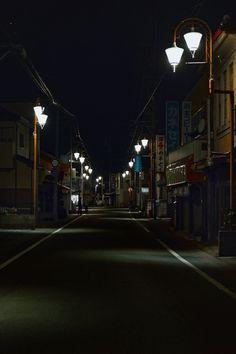 夜明け前の商店街通り /Japan street