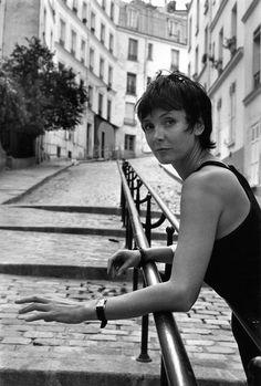 Cinem' Azema - Sabine Azéma rue du Chevalier de la Barre 13 août 1989 by Robert Doisneau