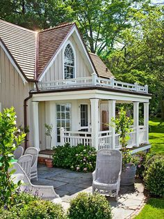 Pergola Kits Attached To House Style Cottage, Cozy Cottage, Style At Home, Patio Roof Covers, Small Cottage Homes, Balustrades, Colonial House Plans, Small House Design, Pergola Plans