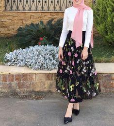 28 Super Ideas For Dress Floral Casual Chic - Hijab+ Hijab Skirt, Hijab Dress Party, Hijab Outfit, Abaya Fashion, Muslim Fashion, Trendy Dresses, Modest Dresses, Eid Outfits, Fashion Outfits