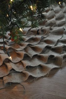 DIY Burlap Tree Skirt - Making this for our tree this year...determined. Will for sure be doing the alternate colors tho but love the sheet as a skirt idea