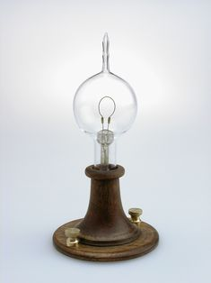 History of Light Bulbs for Home Lighting The First Light Bulb - Thomas Edison / Electricity History Edison Lighting, Antique Lighting, Cool Lighting, Victorian Lighting, Lighting Design, Thomas Edison Light Bulb, History Of Glass, History Books, Shabby Chic Lamps