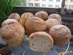 Zadělala jsem s 1 PL medu kvásek, pak smíchala suchou směs, přidala tekutou směs a do formy na mufín... Bread, Food, Brot, Essen, Baking, Meals, Breads, Buns, Yemek