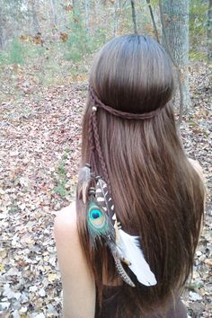 This lovely feather headband will be a delicate accent to your long hair with spotted, striped and peacock feather accents. Faux suede vegan headband is easy to pop on with bead slider adjustment. by