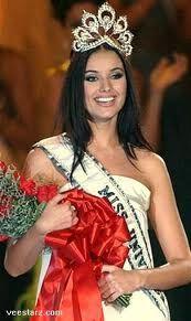 Miss Rusia - Justine Pasek, - Miss Universe 2002