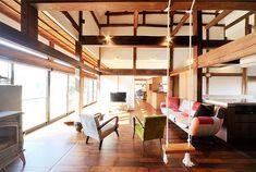築90年の古民家を再生 現代のライフスタイルに合う住まいに(1/4) - 快適リノベLIFE - NIKKEI 住宅サーチ Japanese Modern House, Japanese Home Design, Asian Interior Design, Japan Interior, Asian Architecture, Architecture Design, Traditional House, New Homes, House Design