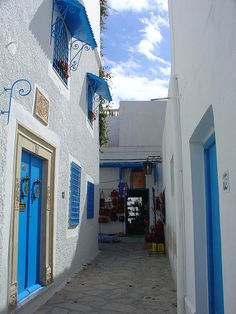 Alley in the madina (old city) of Hammamet /Tunisia Sidi Bou Said, Oh The Places You'll Go, Places Ive Been, Beautiful World, Beautiful Places, Henna, Carthage, Madina, Old City