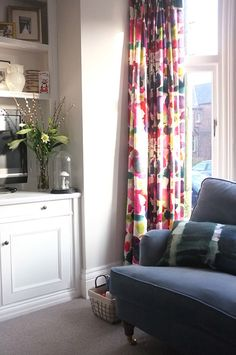 How To Use A Living Room Sofa For Maximum Space Utilization? Bright Curtains, Curtains Living, Diy Curtains, Lounge Curtains, Sofa Layout, Victorian Living Room, Modern Victorian, New Living Room, Living Room Sets