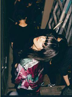 画像 Grunge Photography, Flash Photography, Portrait Photography, Japanese Photography, Pose Reference Photo, Aesthetic Japan, Human Poses, Film Stills, Aesthetic Pictures