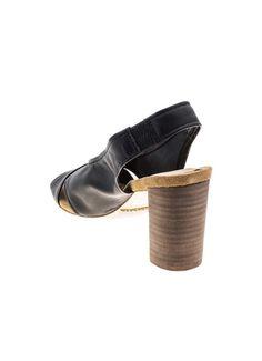 Sandália de couro, sem forro, palmilha de couro camurça e salto de 7,7 cm. Cristófoli verão 2015