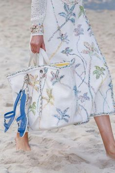 Chanel Bags : Alina Egorova for Chanel Spring 2019 (ph. Regis Colin Berthelier) Alina Egorova for Chanel Spring 2019 (ph. Regis Colin Berthelier) Sharing is caring, don't forget to share ! Burberry Handbags, Chanel Handbags, Fashion Handbags, Burberry Bags, Coach Handbags, Fashion Week, Trendy Fashion, Fashion Trends, Paris Fashion