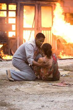 Denzel Washington and Paula Patton in Deja Vu (2006)