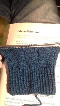 """Har begynt å strikke på """"Meredith's vår"""" fra boka """"Sokker - Strikking hele året"""" av Bittami."""