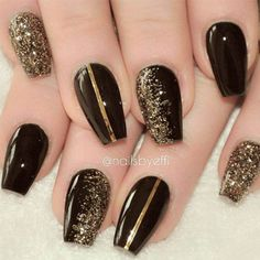 Black Gold Nails 19 Elegant Black Nail Art Designs that You'll Love - 19 Elegant Black Nail Art Designs that You'll Love Nailart Gel, Nailart Glitter, Glitter Nail Art, Glitter Gif, Glitter Lipstick, Glittery Nails, Glitter Bomb, Glitter Paint, Black Nails With Glitter