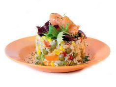 Ensalada de arroz con salmón ahumado