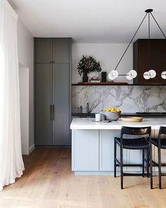 Home Decor Kitchen, New Kitchen, Home Kitchens, Kitchen Grey, Kitchen Ideas, Gold Kitchen, Studio Kitchen, Shaker Kitchen, Awesome Kitchen