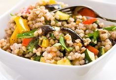 Pohankový salát s pečenou zeleninou a rukolou Kung Pao Chicken, Fried Rice, Vegan Vegetarian, Cobb Salad, Být Fit, Food And Drink, Vegetables, Ethnic Recipes, Gardening