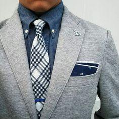Gentleman Style Schick, Mens Fashion Suits, Mens Fashion Blog, Fashion Mode, Fashion Tips, Gentleman Shop, Gentleman Style, Gray Jacket, Gray Blazer Men
