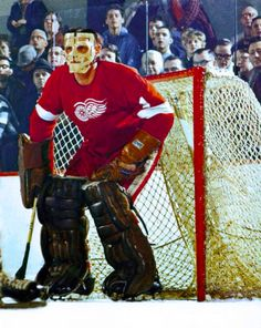 Terry Sawchuk ~ finally wearing a mask! Get your history all in one place with from Hockey Shot, Ice Hockey Teams, Hockey Goalie, Detroit Hockey, Detroit Sports, Detroit Michigan, Detroit Red Wings, Hockey Pictures, Red Wings Hockey